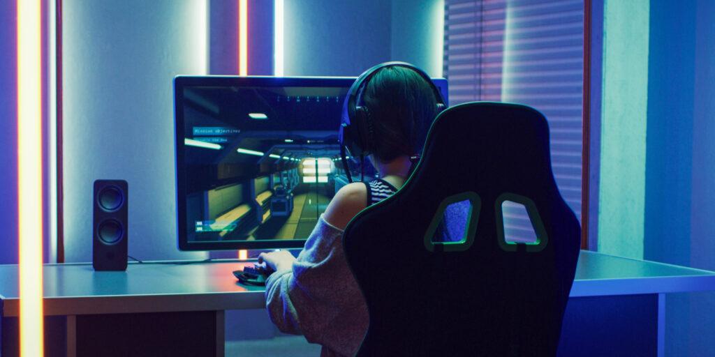 gaming-ego-shooter-girl-headset